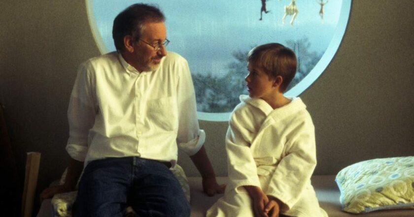 "Steven Spielberg ir Haley Joel Osment ""Dirbtinis intelektas"" filmavime."
