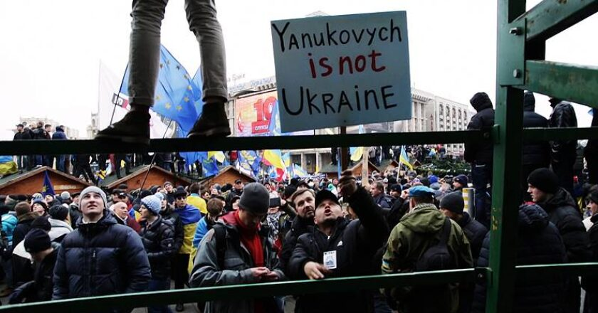 Euromaidanas. Juodrašti, Nepatogus kinas, 2014