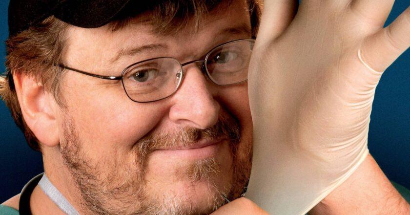 "Režisierius Michaelis Moore`as Filmo ""Sicko"" plakato dalis, Šaltinis - truthrevolt.org"